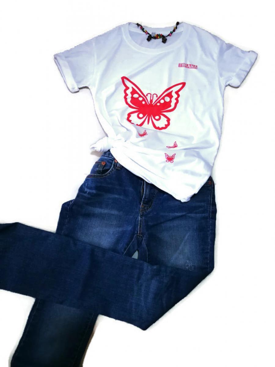 เสื้อยืดสีขาวลาย.Red butterfly.ผ้านิ่มทิ้งตัวดีมากใส่สบาย