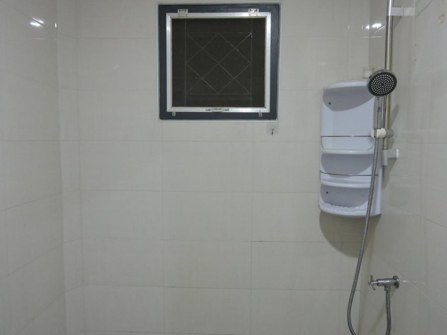 สุดซอยนเรศวร 1 เป็นห้องแถวยกสูงแถวละ 4 ห้อง