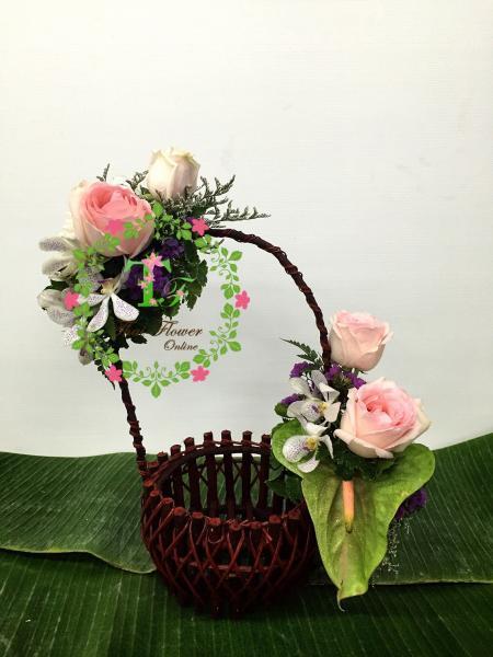 กระเช้าดอกไม้กับผลไม้